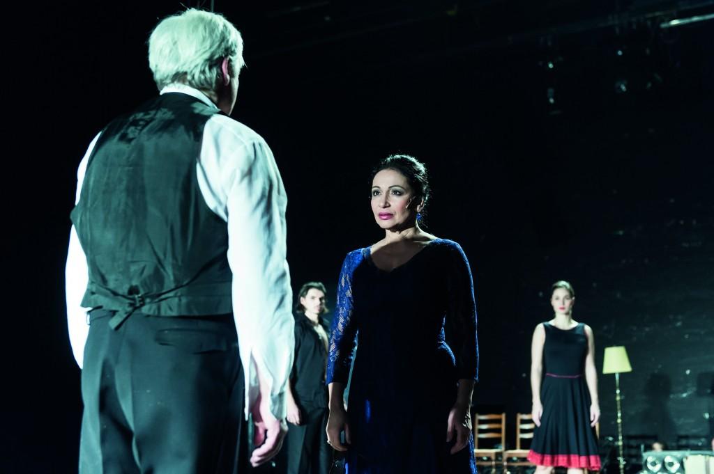 """María de Buenos Aires (Yamil Borges), """"María de Buenos Aires"""" von Astor Piazzolla am Staatstheater Braunschweig, Foto: Volker Beinhorn"""