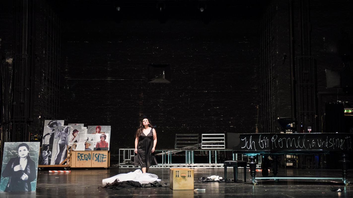 """Die Diva (Romelia Lichtenstein), """"Tosca"""" von Puccini an der Oper Halle, Foto: Falk Wenzel"""